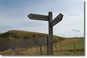 signpost at start of descent to Skinningrove